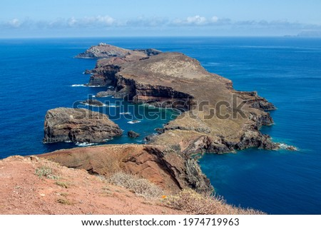 View form Ilhéu da Cevada to the Ilhéu do Farol with clouds and blue ocean Foto stock ©