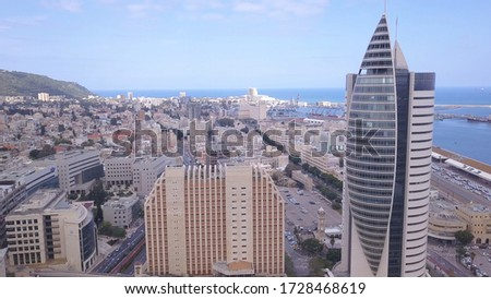 View from above on the downtown area of Haifa Israel. Haifa Port Area and famous ״TIL' Building. Foto stock ©