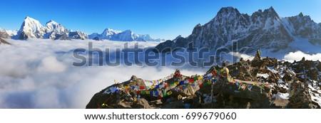 view from Gokyo Ri to Arakam Tse, Cholatse, Tabuche Peak, Thamserku and Kangtega with prayer flags - trek to Everest base camp - Nepal Photo stock ©