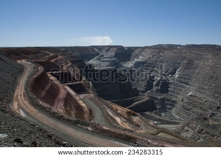 View from ground level into the Kalgoorlie Super Pit gold mine