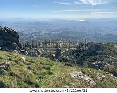 View from mountain peak of Penteli with great views of city of Athens, Attica, Greece Foto stock ©