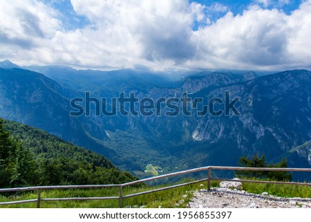 View from top of Vogel mountain in Slovenia during sunny summer day with great cristal visibility. Bohinj mountains and lake from top Vogel Ski Center after cable car ride. Stockfoto ©