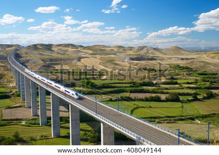 view of a high-speed train crossing a viaduct in Roden, Zaragoza, Aragon, Spain. AVE Madrid Barcelona. Stock foto ©