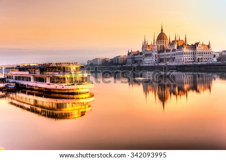 View of Budapest parliament at sunrise, Hungary Stock fotó ©