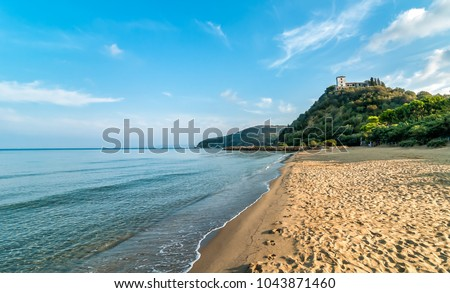 View of calm sea and Punta Ala beach in Tuscany, Italy Foto stock ©