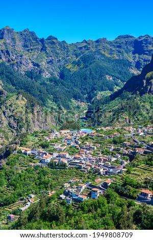 View of Curral das Freiras village in the Nuns Valley in beautiful mountain scenery, municipality of Câmara de Lobos, Madeira island, Portugal. Stock foto ©