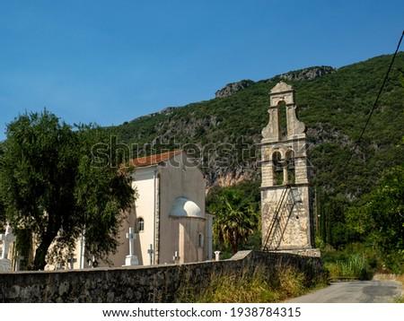 View of Dorfkirche Ano Korakiana i small village church on the island of Corfu Foto stock ©