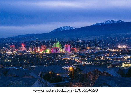 View of downtown Reno, NV at dusk with the Sierra Nevada Mountains in the background. Stock fotó ©
