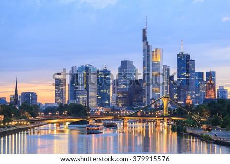 View of Frankfurt am Main skyline at dusk, Germany Stockfoto ©