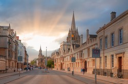 View of High Street road with Cityscape of Oxford at sunset - St Mary's University Church