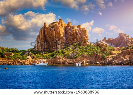 View of Isola dell'Ogliastra, small island close to the shore of Sardinia. Isola dell'Ogliastra, 47m high, lies 3 miles South of Punta Pedra Longa and is in front of Lotzorai beach, Sardinia, Italy ストックフォト ©