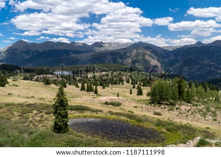 VIew of Molas Pass along the Million Dollar Highway in Colorado's San Juan Mountains National Forest Foto stock ©
