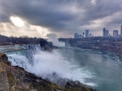 view of niagria falls from the United States side
