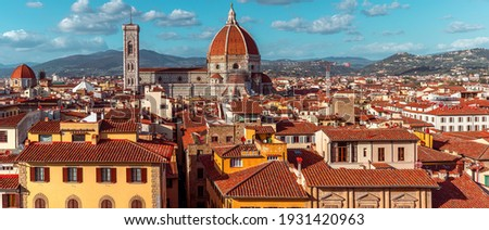 View of old town of Florence with Dome of Florence Duomo or Basilica di Santa Maria del Fiore cathedral, Tuscany, Italy. Travel destination Foto stock ©