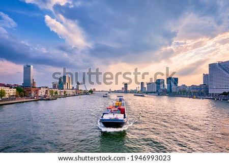 View of Rotterdam cityscape and Erasmus bridge over Nieuwe Maas with cargo ships and boats. Rotterdam, Netherlands Stockfoto ©