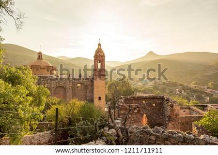 View of San Pedro hill at sunrise in San Luis Potosi, old town like Real de Catorce, Mexico (Cerro de San Pedro pueblo magico) Stockfoto ©