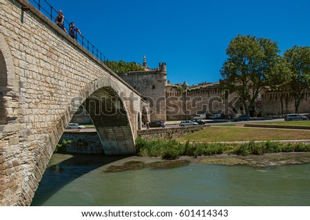 View of the arches of the Pont d'Avignon (bridge), with the historic center of the charming Avignon in the background. Vaucluse department, Provence-Alpes-Côte d'Azur region, southeastern France