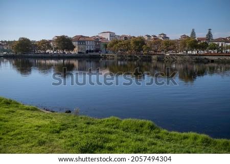 View of the Ave River in Vila do Conde, Porto, Portugal. Foto stock ©