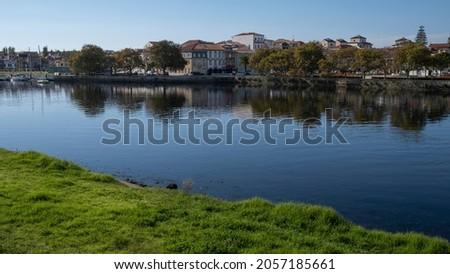 View of the Ave River in Vila do Conde, Portugal. Foto stock ©