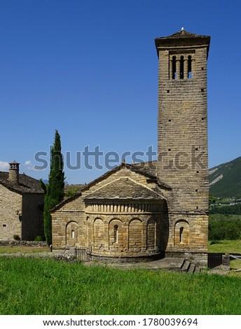 View of the bell tower and apse of the Mozarab Pre-Romanesque or Romanesque Church of San Pedro de Larrede in the Serrablo Region. 10th-11th century. Aragon. Spain. Foto d'archivio ©