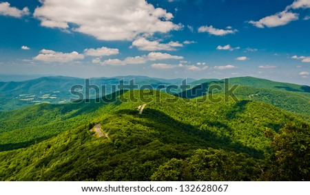 View of the Blue Ridge Mountains from Little Stony Man Cliffs, along the Appalachian Trail in Shenandoah National Park, Virginia.