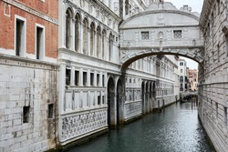 View of the Bridge of Sighs, the bridge that connects the New Prison (Prigioni Nuove) to the interrogation rooms in the Doge's Palace in Venice, Italy.