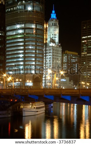 View of the Chicago River on a summer evening.