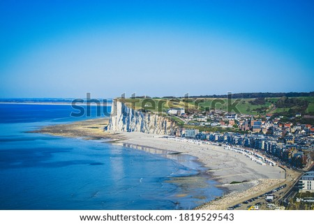 view of the cliff and the town of Mers-les-Bains Photo stock ©