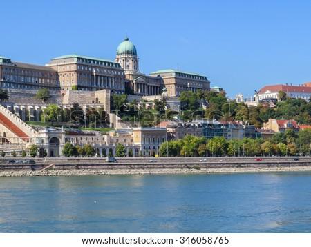 View of the Danube river and Royal Palace (Budavari Palota), Budapest, Hungary Stock fotó ©