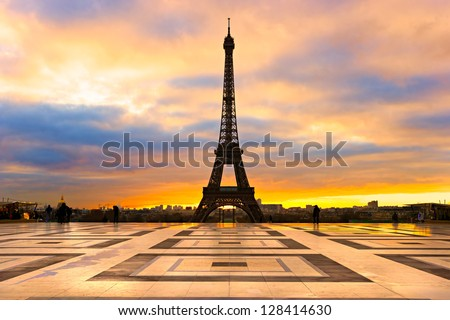 View of the Eiffel tower at sunrise Paris