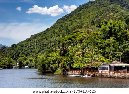 View of the end of Rio Una, São Sebastião, a city at northeastern side of São Paulo state, Brazil. It is a common scene of a river reaching the sea after crossing the forest known as 'Mata Atlântica'. Foto stock ©
