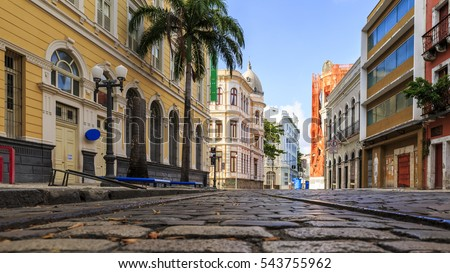 View of the historic Rua do Bom Jesus street in the city of Recife in Pernambuco, Brazil on a sunny summer day with its cobblestones and 17th century buildings. Foto stock ©