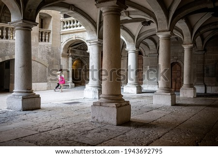 View of the inner courtyard of the town hall, seat of the political authorities of the Republic and Canton of Geneva. The origin of this building dates back to the 15th century. ストックフォト ©