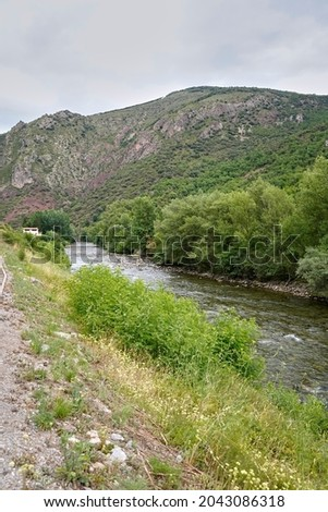 View of the Noguera Pallaresa river as it passes through Gerri de la Sal (Gerri de la Sal, Baix Pallars, Lleida, Spain)                    Zdjęcia stock ©