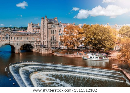 View of the Pulteney Bridge River Avon in Bath, England - Autumn colors Сток-фото ©