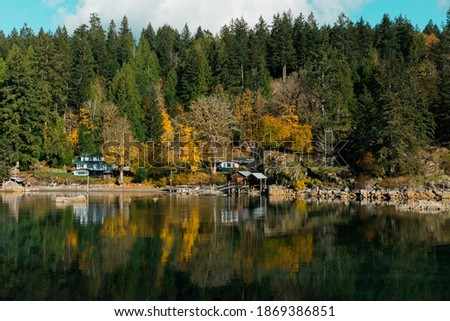 View of the shoreline at Mansons Landing on Cortes Island BC Foto stock ©