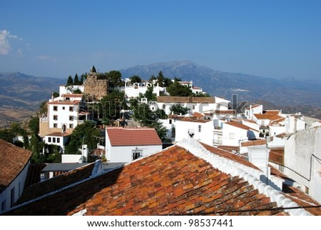 View of the town and castle with mountains to the rear, Comares, Axarquia region, Malaga Province, Andalusia, Spain, Western Europe.