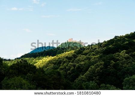 view on the castle ruin of trifels in the southwest palatine forest (pfälzer wald) in rheinland-pfalz, germany Stock foto ©
