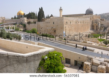 View on the walls of Jerusalem and the Temple Mount, Dome of El Aqsa Mosque and the Dome of the Rock (Golden Dome).