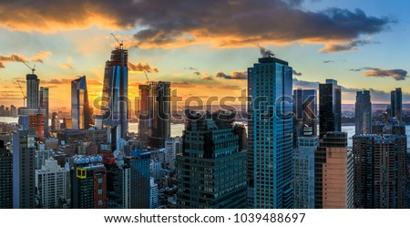 View to Manhatten skyline at sunset, New York, USA    #1039488697