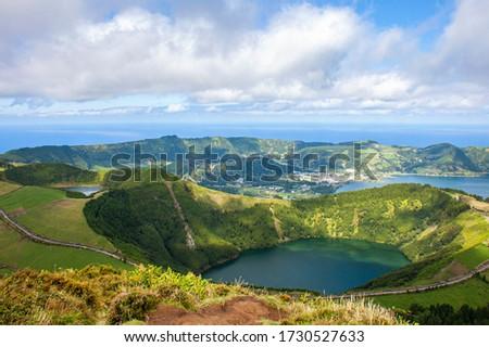 View to Santiago Lake near Green Lake and Blue Lake (Lagoa Verde and Lagoa Azul), Ponta Delgada, Sao Miguel island, Azores, Portugal  Foto stock ©