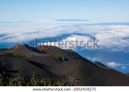 Views of Martin Volcano in Cumbre Vieja Natural Park and El Hierro island on the backround. Foto stock ©