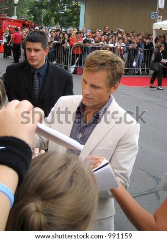 Viggo Mortensen signing autographs at the Toronto Film Festival