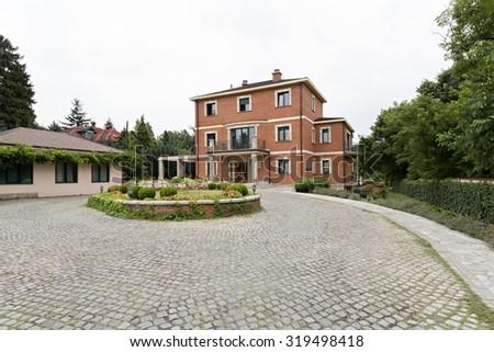 villa exterior   cobblestone...