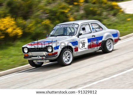 VILLABLINO, SPAIN - MAY 7 : Spanish driver Francisco Javier Sanz Fonseca with Ford Escort MK1, races in Subida a Leitariegos, on May 7, 2011 in Villablino, Spain