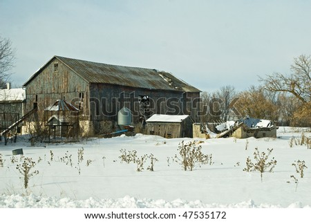 Vintage Barn in Winter