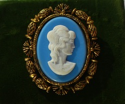 Vintage cameo brooch gold tone with blue and white insert