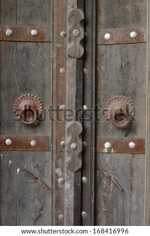 Vintage door with metal hooks design