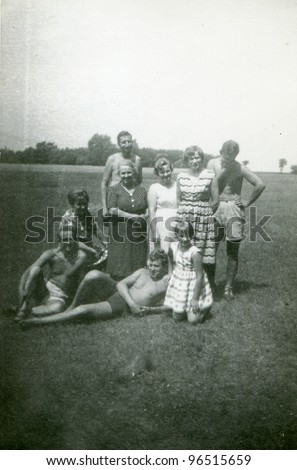 Vintage photo of big family (fifties)