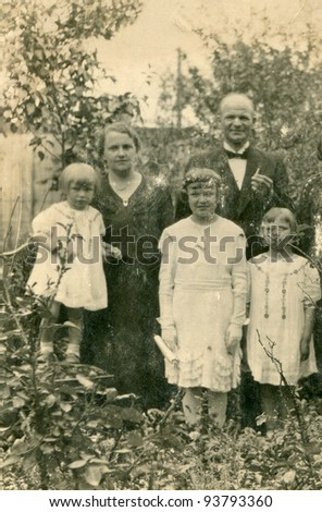 Vintage photo of family (early thirties)